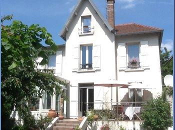 Appartager FR - Chambre dans une Maison familiale Ouest parisien, Colombes - 540 € /Mois