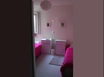 Appartager FR - chambre en centre ville entre la gare et le theatre, Orange - 310 € /Mois