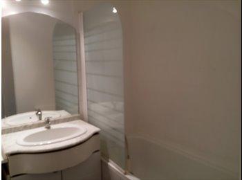 Appartager FR - colocation 3 chambres independantes pour 3 etudiant(e)s, Lille - 420 € /Mois