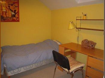 Appartager FR - chambre dans maison familiale et amicale, Saint-Cloud - 450 € /Mois
