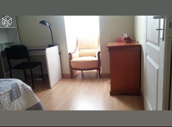 Appartager FR - Chambre meublée dans belle coloc à 5 min métro Fives, Mons-en-Barœul - 450 € /Mois