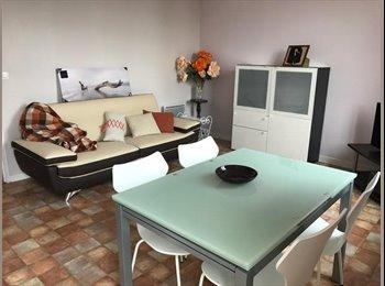 Appartager FR - Confortable T3, meublé et équipé Caluire à 10 min de la Doua, Caluire-et-Cuire - 990 € /Mois