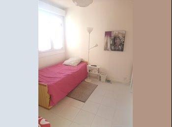 Appartager FR - Chambre meublée centre-ville, Orange - 350 € /Mois