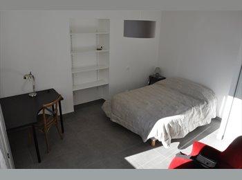 Appartager FR - Chambres (2) dans belle propriété calme, Gelos - 350 € /Mois