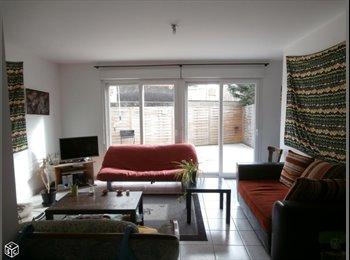 Appartager FR - Colocation 3 personnes dans belle maison de 88m2, Bron - 395 € /Mois