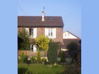 Appartager FR - Maison meublée de 90 m2 en colocation à Noisiel disponible dès septembre 500 e la chambre, Noisiel - 500 € /Mois