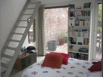 Appartager FR - Loft de 250 m2 avec patio intérieur  à 200 m de Paris, Montrouge - 950 € /Mois
