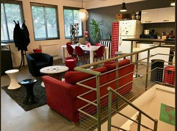 Appartager FR - Chambre meublée dans duplex T3 type loft/industriel (proche La Défense), Courbevoie - 790 € /Mois