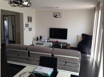 Appartager FR - Pas envie de vivre dans un studio étudiant ???, Valence - 400 € /Mois