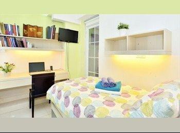 EasyRoommate HK - En suit  double Room with mini balcony, Sheung Wan - HKD12,800 pcm