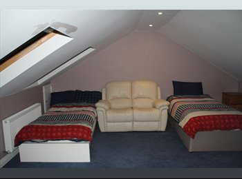 EasyRoommate IE - 2 single-bed attic apartment, 2 meals included in price, Dublin - €600 pcm