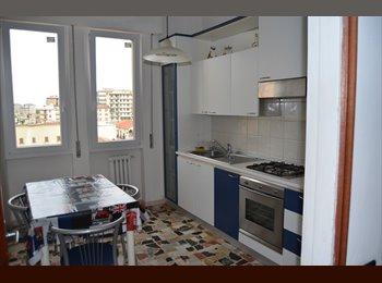 EasyStanza IT - 3 camere matrimoniali uso singola, Firenze - € 480 al mese