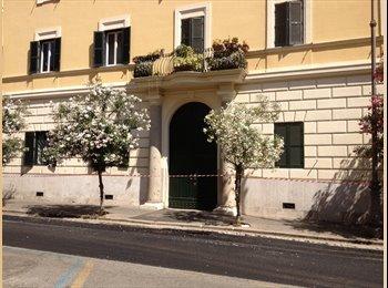 EasyStanza IT - appartamento arredato solo a referenziati centro storico via cavour a 200 mt da metro e bus , Roma Centro - € 1.200 al mese