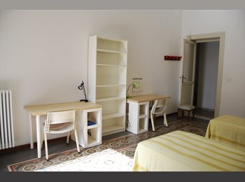 EasyStanza IT - Ampia stanza doppia a studentesse o lavoratrici, Bari - € 160 al mese