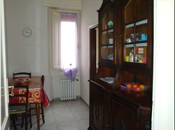 EasyStanza IT - zona Montegrappa 2 posti letto in camere singole, Prato - € 345 al mese