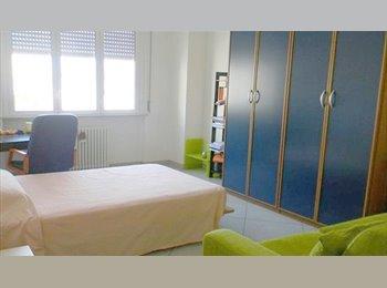 EasyStanza IT - Appartamento completamente ristrutturato in Centro vicino Uni, Forlì - € 350 al mese