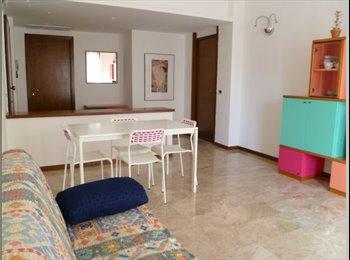 EasyStanza IT - Affittasi camere doppie, studentesse, Bergamo - € 280 al mese