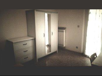 EasyStanza IT - Appartamento - 3 Singole , Rimini - € 250 al mese
