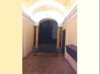 EasyStanza IT - affittasi  n.1 stanza matrimoniale ad uso singola, Roma Centro - € 500 al mese