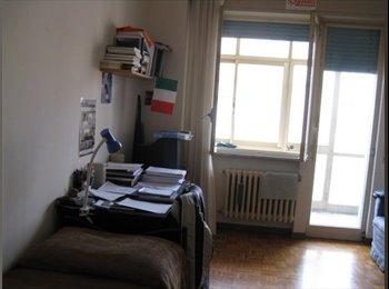 EasyStanza IT - Luminosa stanza doppia con veranda coperta, Viterbo - € 300 al mese