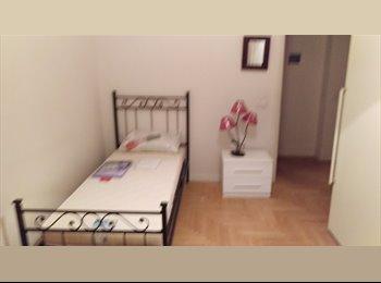 EasyStanza IT - stanza singola in pieno centro, Prato - € 350 al mese