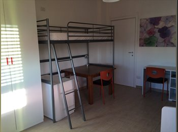 EasyStanza IT - Grande e bella stanza doppia - disponibile uso singola ( 450 euro/mese) o in condivisione (280 euro , Bergamo - € 280 al mese