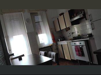 EasyStanza IT -  Camera grande a BG (campo da GOLF) 350 € tutto compreso., Curno - € 350 al mese
