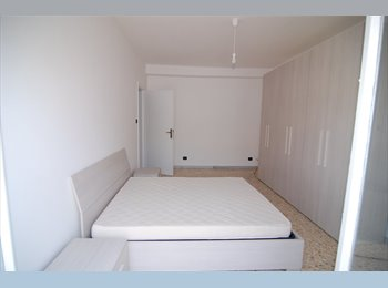EasyStanza IT - Grande stanza luminosa con balcone privato di fronte ad Università Roma Tre, Marconi-Ostiense - € 570 al mese