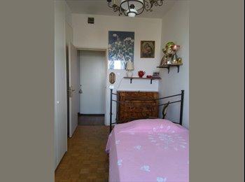 EasyStanza IT - Camere singole con bagno a Marina Centro, Rimini - € 350 al mese
