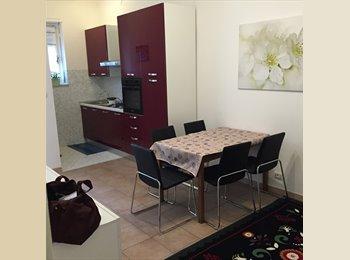EasyStanza IT - Posto letto per studentessa in camera doppia, Nichelino - € 250 al mese