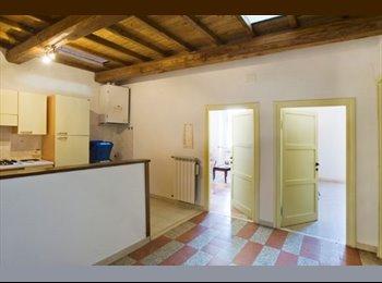 EasyStanza IT - Viterbo-Grazioso appartamento con soppalco e terrazzino sui tetti, Viterbo - € 190 al mese