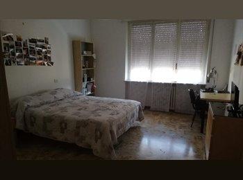 EasyStanza IT - Stanza singola in centralissimo appartamento, Parma - € 290 al mese