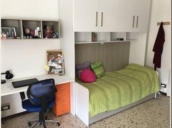EasyStanza IT - Posto letto in doppia per ragazze.Zona Loreto, Sesto San Giovanni - € 400 al mese