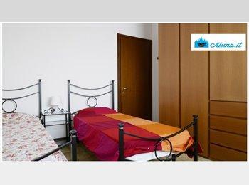EasyStanza IT -  LIBERO POSTO STANZA DOPPIA SOLO RAGAZZE 364€ NAVIGLIO GRANDE MILANO, Navigli - Ticinese - Pta Genova - Lorenteggio - € 364 al mese
