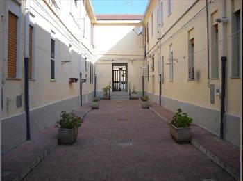 EasyStanza IT - IN APPARTAMENTO STANZE SINGOLE ARREDATE, Messina - € 165 al mese