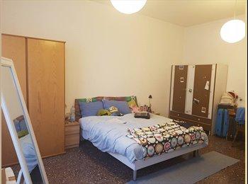 EasyStanza IT - ampia camera singola con letto matrimoniale e due armadi, Rimini - € 320 al mese