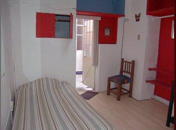 CompartoDepa MX - Pequeña y economica habitacion con baño en Centro, Puebla - MX$2,800 por mes