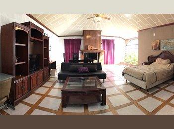 CompartoDepa MX - Recto cuarto casa excelent ubicación para mujer profesionista, Saltillo - MX$4,500 por mes