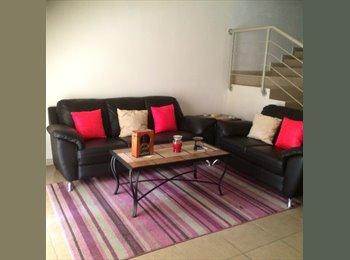 CompartoDepa MX - Casa de 2 plantas con jardín y cochera en privada , Saltillo - MX$8,500 por mes