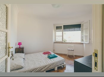 EasyQuarto PT - SUNNY BEDROOM IN GRAÇA W/ PRIVATE BATHROOM, Lisboa - 320 € Por mês