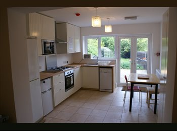 EasyRoommate UK - Top-notch room in a lovely house, near Darley Park, Darley - £240 pcm