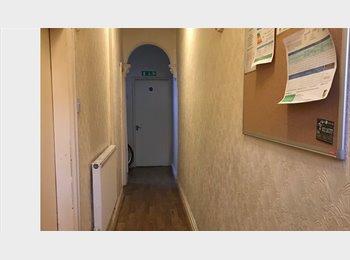 EasyRoommate UK - SINGLE ROOM, Hay Mills - £295 pcm