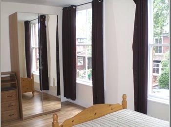 EasyRoommate UK - Large Double Room Didsbury, Didsbury - £429 pcm