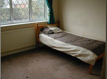 EasyRoommate UK - New Haw room to let, Addlestone - £495 pcm