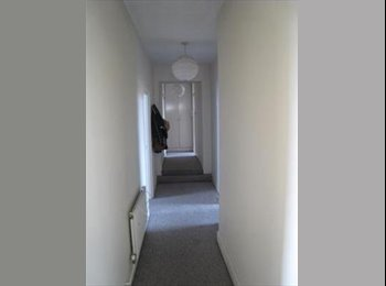 EasyRoommate UK - Partly furnished rooms for rental in zone 2, Peckham - £554 pcm