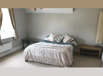 EasyRoommate UK - Professional Female Houseshare, Longbridge - £400 pcm
