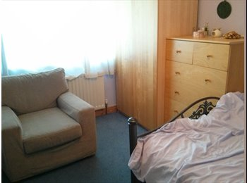 EasyRoommate UK - Monday to Friday only - Rooms available now., Bracknell - £380 pcm