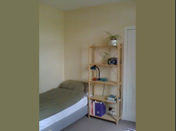 EasyRoommate UK - ROOMS AVAILABLE, Mosspark - £350 pcm