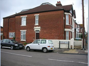 EasyRoommate UK - Clean, furnished double room - friendly tidy house share, Shirley - £466 pcm