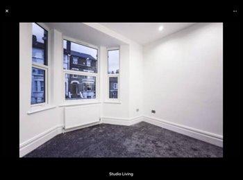 EasyRoommate UK - Nice room in Norwood., South Norwood - £950 pcm